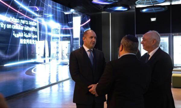 Радев от Израел: България върхи към пустиня заради липса на визия!