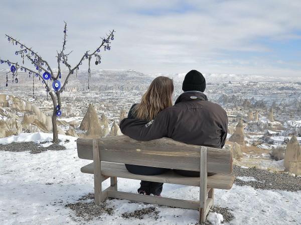 Зимата е много романтичен сезон. Тогава навън е студено, мокро,