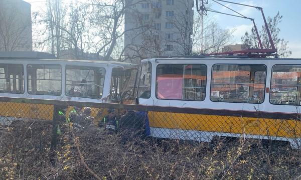 Млад мъж е загинал при сблъсък на трамваи в София