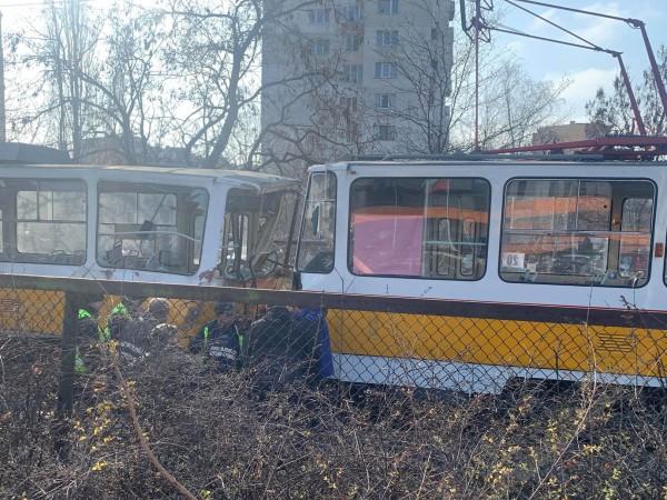 Един човек е загинал при верижна катастрофа между три трамвая