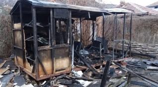 Откриха труп след пожар във фургон край Айтос