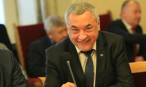 Валери Симеонов нападна Комисията по хазарта, била купена