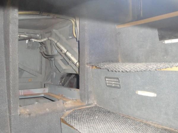 Трима нелегални имигранти са открити в тайник на автобус на