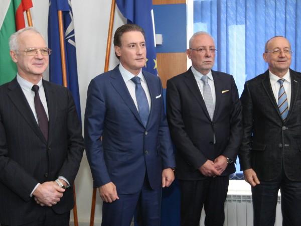 Макар някои да говорят за наближаваща криза, българската икономика работи