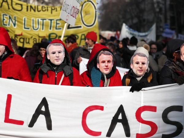 Френското правителство подписа спорния закон за пенсионна реформа на президента