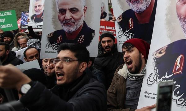 Протестиращи в Багдад искат американските сили да напуснат