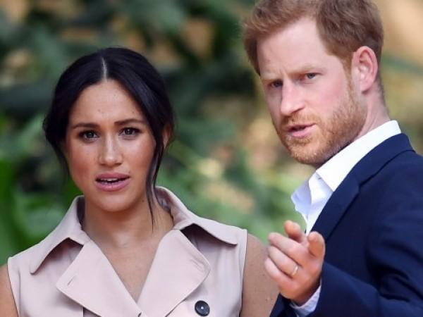"""Защо Меган и Хари напуснаха кралското семейство? """"Новата теория е,"""