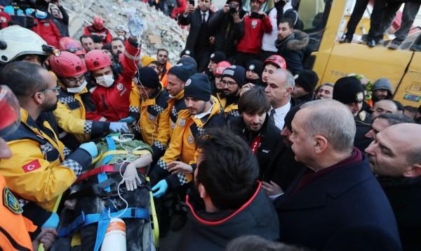 31 станаха жертвите на силния трус в Турция
