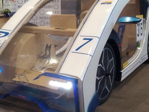Ученици от Бургас създадоха електромобил, прототип на състезателен болид. С