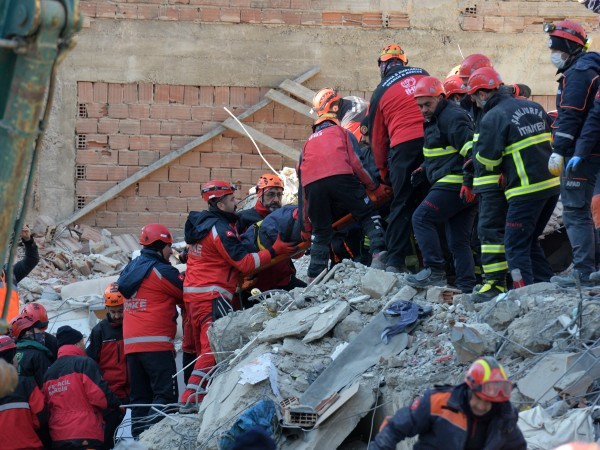 Броят на загиналите след силното земетресение в Турция вече е