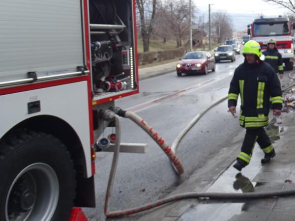 Пожар изпепели постройка към къща в село Везенково, община Сунгурларе,