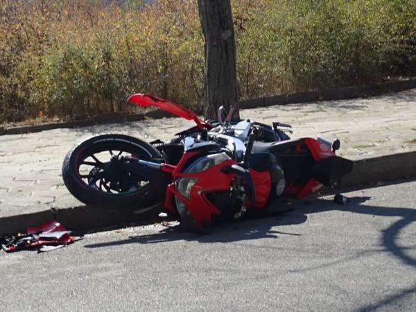 15-годишно момче е пострадало при управление на мотоциклет, съобщиха от