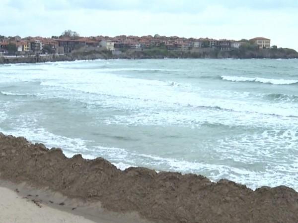 Морето изхвърли част от тръбата за заустване на мръсните води
