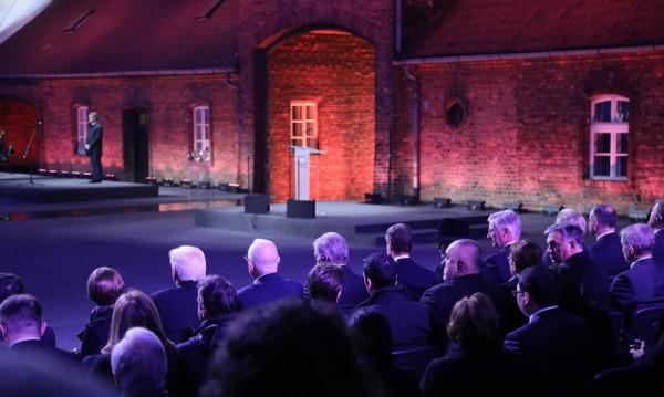 """Борисов почете паметта на жертвите пред """"Портата на смъртта"""""""