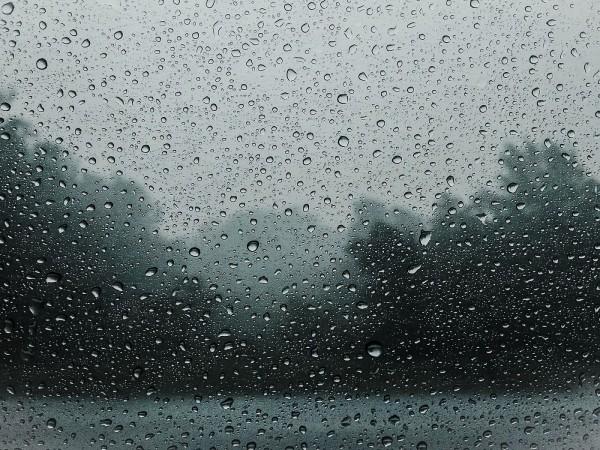 Днес се очаква да спрат дъждовете в страната, а максималните