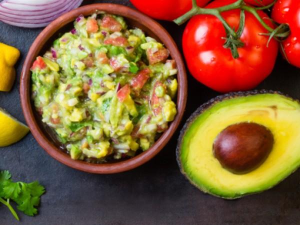 Продукти:3 броя авокадо, обелени и намачканисокът от 1 лайм1 чаена