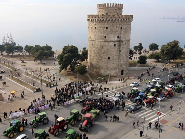 Гръцките фермери отново са в стачна готовност и паркират трактори