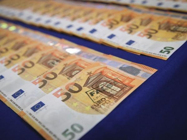 Половината българи са против това страната да въведе еврото като