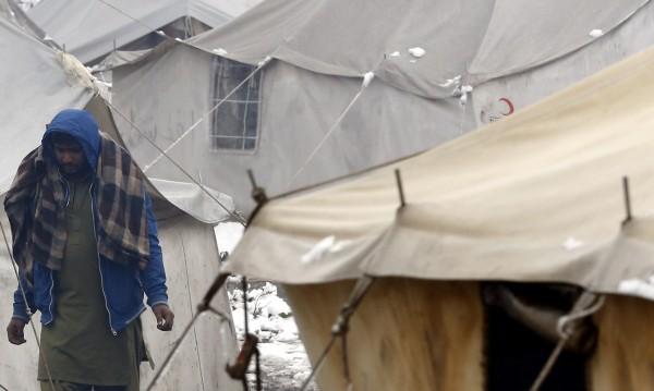 Париж изсели 1 000 души от огромен нелегален лагер в града