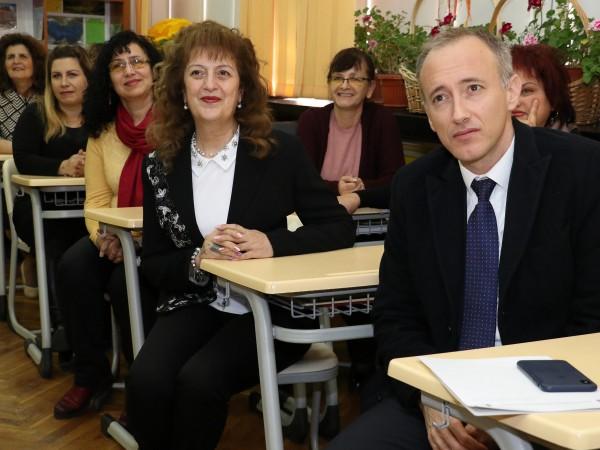 Грипната ваканция няма да повлияе на учебния материал, увери министърът