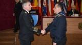 Наградиха матрос, спасил припаднала жена във Варна