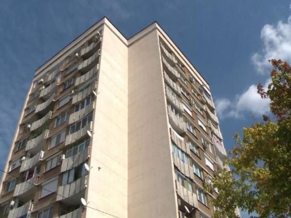 Млада жена остана жива след полет отдеветия етаж на жилищен