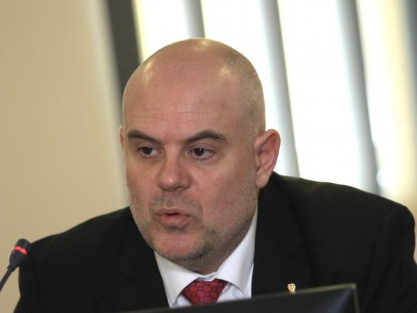 Прокуратурата пусна разговор, за който има съмнения, че Румен Радев
