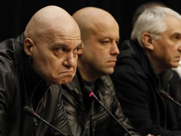 Шоуменът Слави Трифонов не се отказва от намерението си да