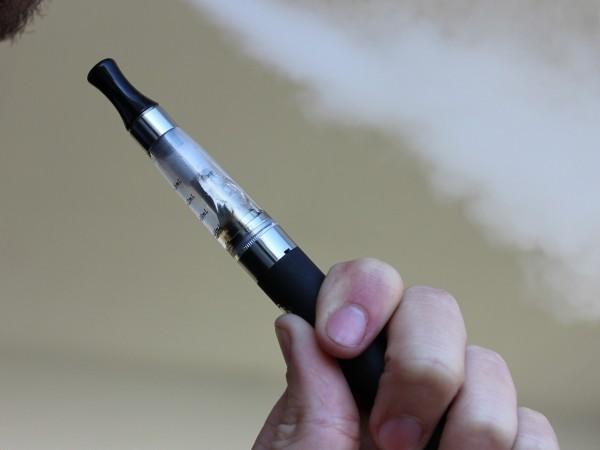 Редица поддръжници на СЗО в борбата срещу тютюнопушенето разкритикуваха остро