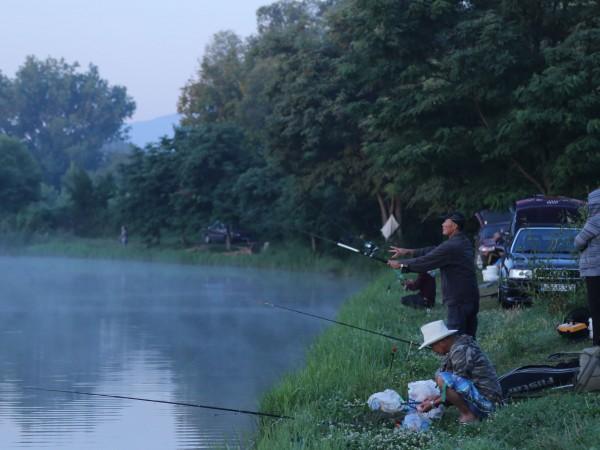 От 2021 г. любителите риболовци ще могат да си купуват
