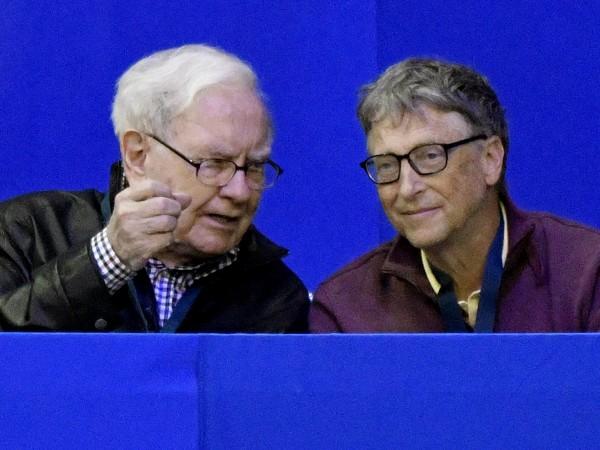Компанията на Уорън Бъфет Berkshire Hathaway продава вестникарския си бизнес