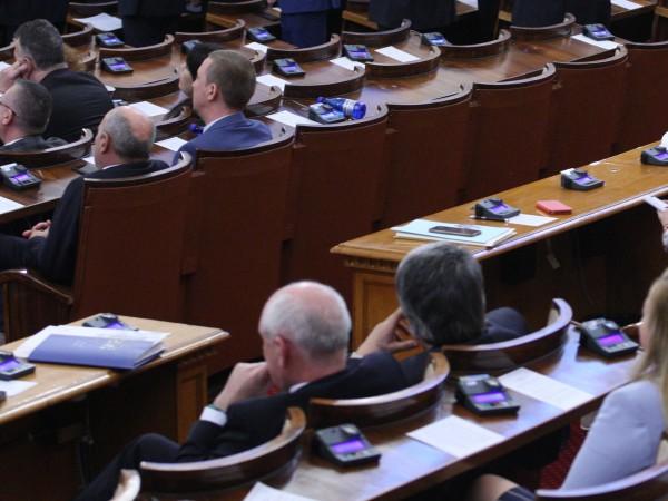 Парламентът пусна СЕТА, въпреки острите критики на БСП и депутати