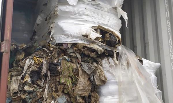 Откриха нови 102 контейнера с боклуци на пристанище Варна