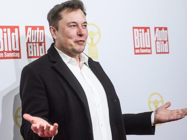 Освен милиардер, изобретател, собственик на автомобилна компания, компания за копане