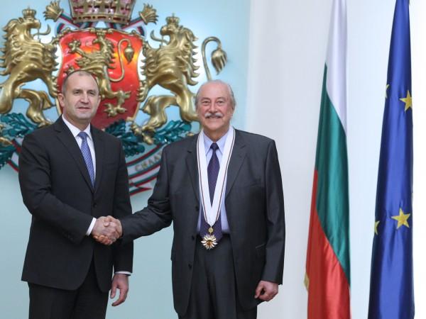 Президентът Румен Радев удостои с държавни отличия дейци на културата,