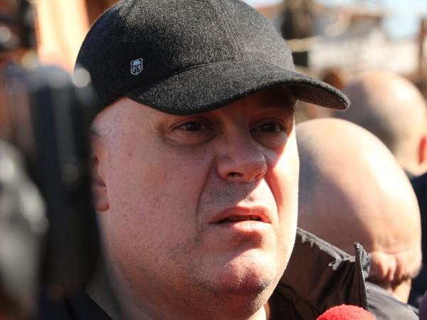 Арестът на издирвания бизнесмен Васил Божков заедно с още две