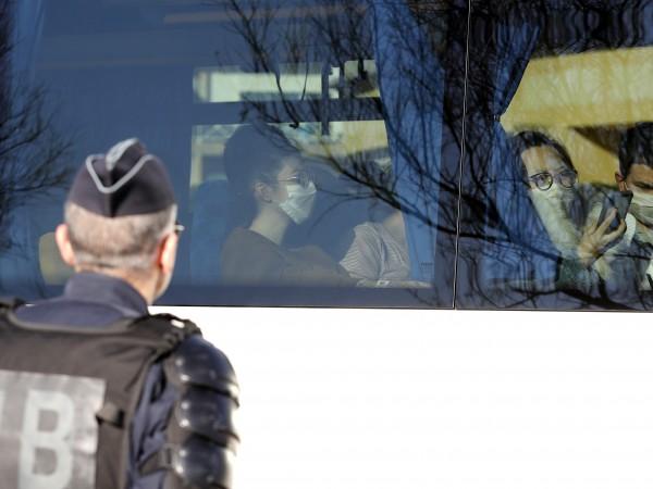 Двамата български граждани, които искаха да напуснат Ухан, са пристигнали