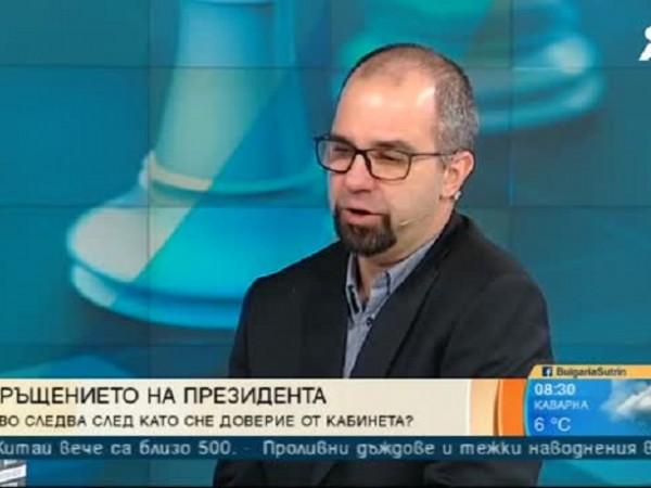 """""""Президентът направи студената война """"гореща"""", посочи социологът Първан Симеонов в"""