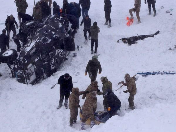 26 души загинаха след като втора лавина падна в провинцията
