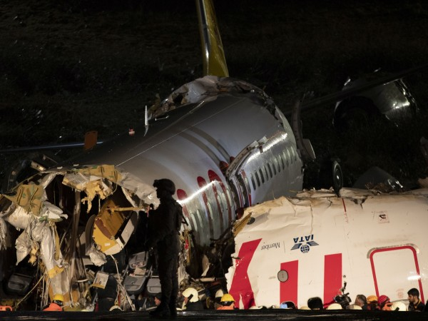 Трима души са загинали при самолетната катастрофа в Истанбул снощи,