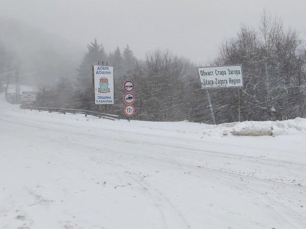 Снеговалежите ще продължат днес до обяд, след което от запад