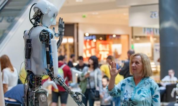 Светът през 2030 година: Роботите настъпват, колите ще летят
