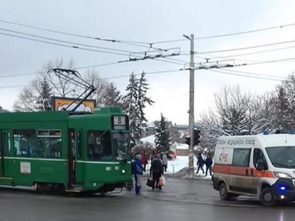 Пешеходец е бил блъснат от трамвайна мотриса в София.Инцидентът е