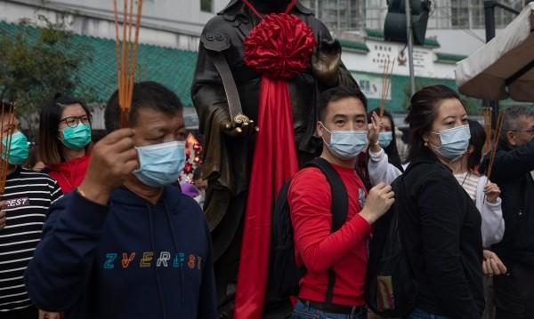 Заради коронавируса не достигат маските в целия свят