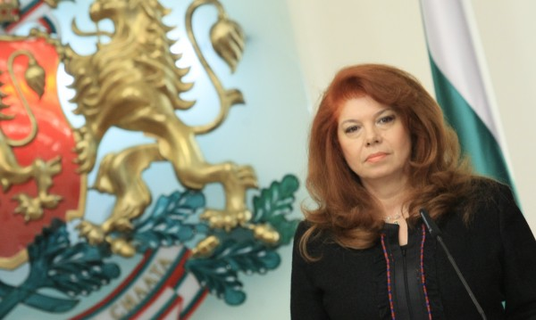 Илияна Йотова: Инситуциите не трябва да се самоизяждат