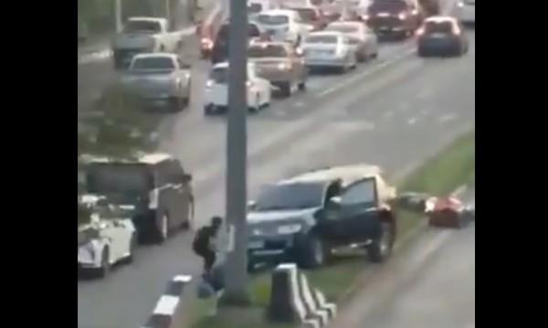 Войник откри стрелба в Тайланд, уби 12 души, взе 16 заложници