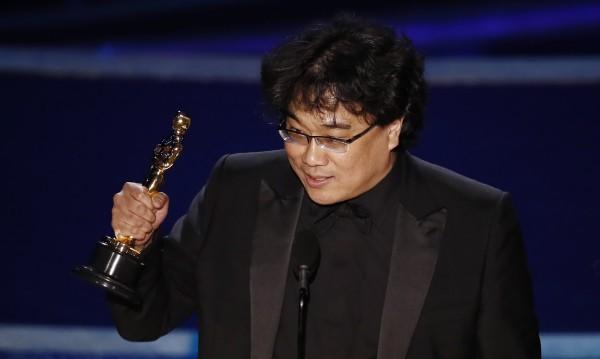 """""""Паразит"""" създаде история: """"Оскар""""-ът за най-добър филм отиде при Бонг Джун-хо"""