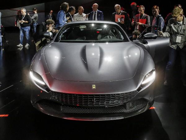 Италианският производител на спортни коли Ferrari предупреди клиентите си за