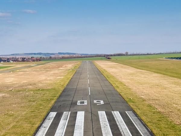 Частен инвеститор ще възстановява летището край Русе. Общинският съвет в