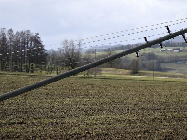 """Ураганът """"Сабине"""" (Киара) връхлетя Германия и помете дървета, прекъсна транспортни"""